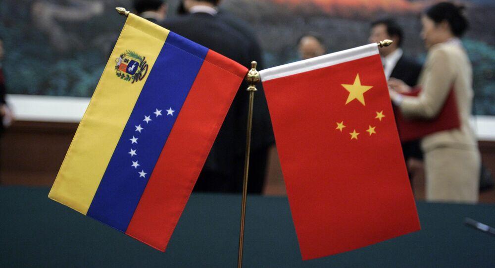 Bandeiras da Venezuela e China