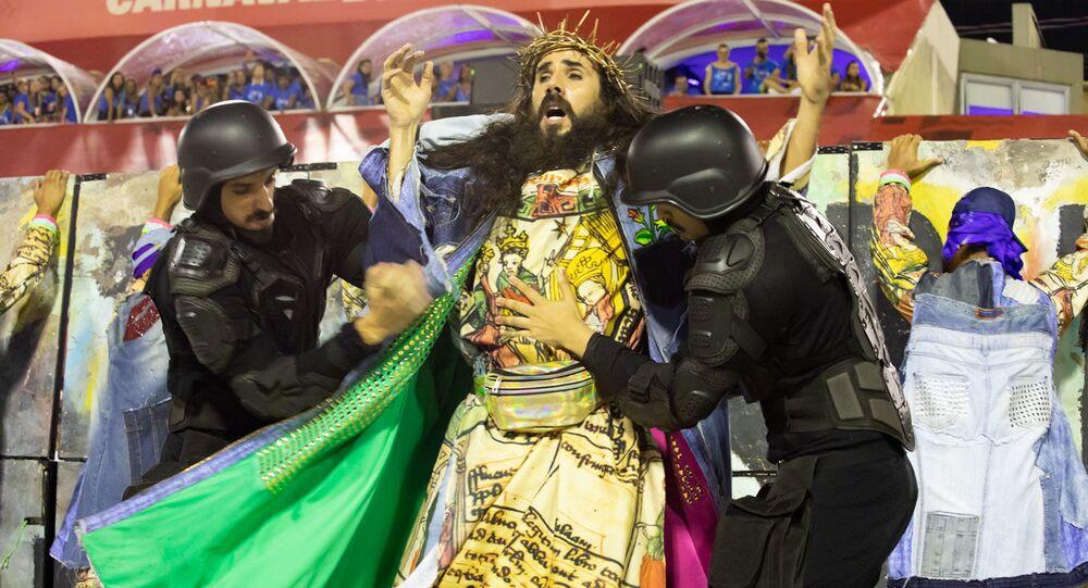 Comissão de Frente da Mangueira durante desfile do Grupo Especial no carnaval de 2020.