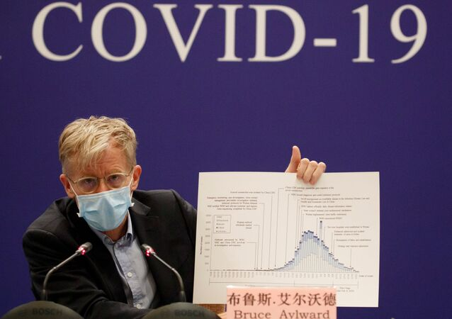 Bruce Aylward da Organização Mundial da Saúde (OMS) participa de conferência sobre COVID-19, 24 de fevereiro de 2020
