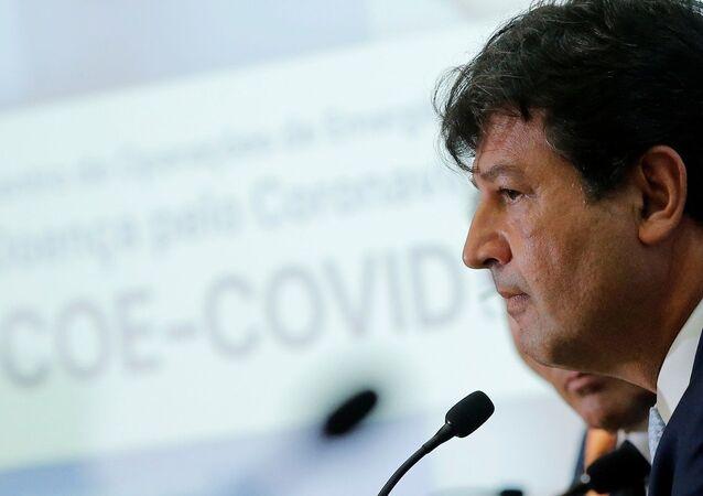 Ministro da Saúde do Brasil, Luiz Henrique Mandetta, durante conferência sobre primeiro caso do coronavírus no Brasil