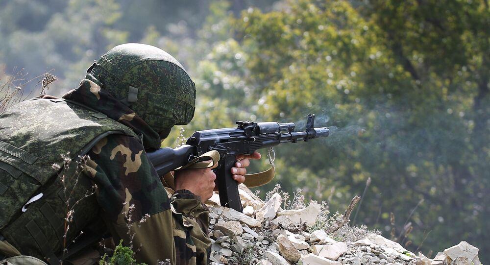 Soldado durante um exercício conjunto de subunidades de reconhecimento das Tropas Aerotransportadas da Rússia e das Forças de Operações Especiais da Bielorrússia, em 28 de setembro de 2018
