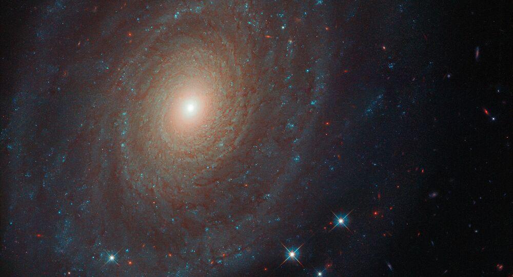 Galáxia espiral denominada NGC 691 tirada pelo telescópio Hubble