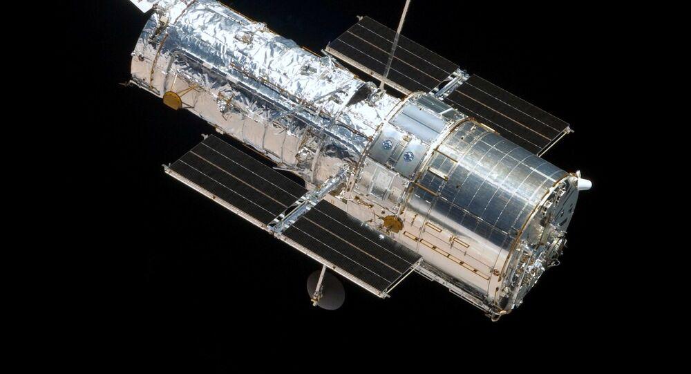Telescópio Hubble visto do ônibus espacial Atlantis, voo STS-125, 4ª Missão de Manutenção do Telescópio Orbita