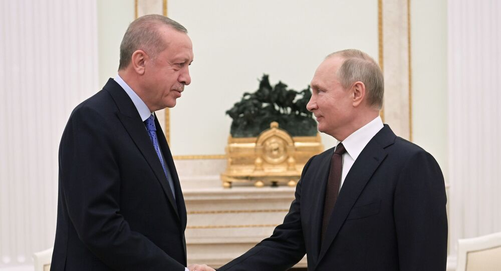 O presidente russo, Vladimir Putin, e o presidente turco, Recep Tayyip Erdogan, se reúnem em Moscou.
