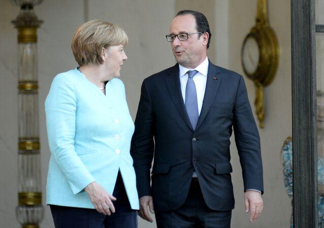 A chanceler alemã, Angela Merkel, com o presidente francês, François Hollande