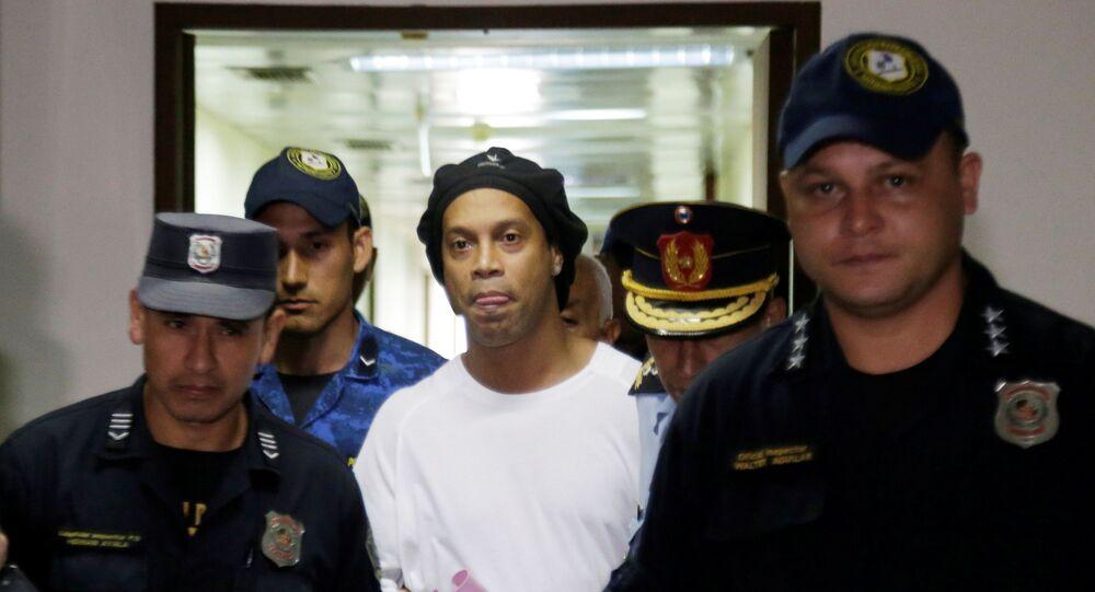 Ronaldinho Gaúcho é preso no Paraguai, acusado de tentar entrar no país com documentos falsos