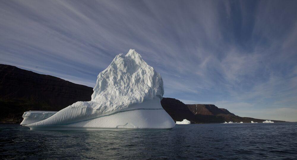 Imagem de um iceberg na região do Ártico