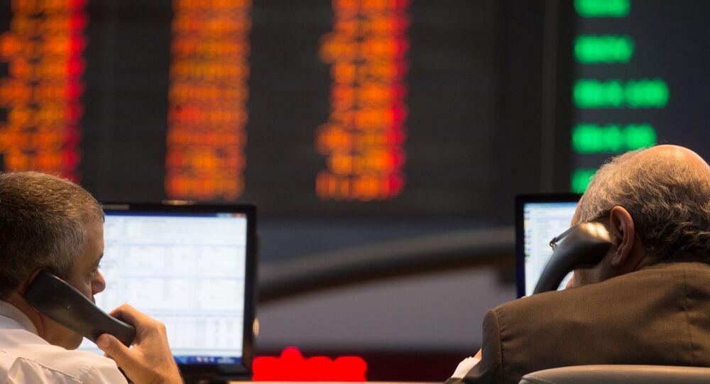 Investidores, durante evento do mercado de ações, no salão da Bovespa, em São Paulo (SP)