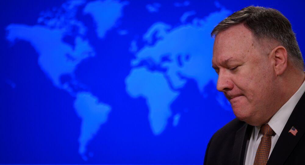 Secretário de Estado dos EUA, Mike Pompe, durante conferência de imprensa, em Washington, em 25 de março de 2020
