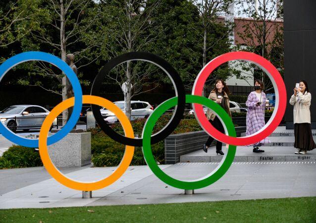 Anéis símbolo dos Jogos Olímpicos em Tóquio (foto de arquivo)