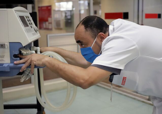 Professor do SENAI conserta respirador quebrado em hospital de São Paulo, 6 de abril de 2020