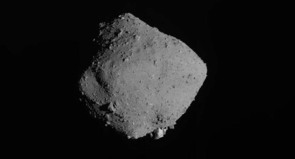 Asteroide Ryugu fotografado pela nave espacial japonesa Hayabusa2, da Agência Japonesa de Exploração Aeroespacial (imagem referencial)