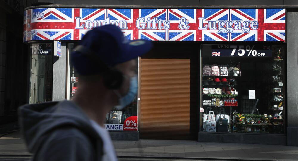 Loja de souvenirs turísticos em Londres fechada por conta das medidas de isolamento impostas pelo governo britânico.