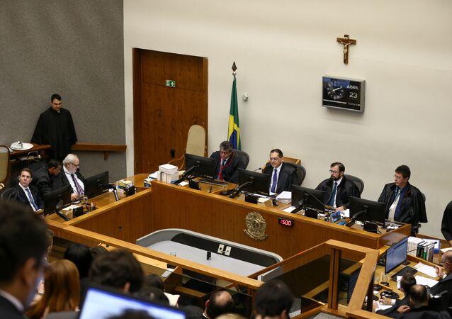 Julgamento do recurso do ex-presidente Lula (PT) no STJ, em Brasília, 23 de abril de 2019