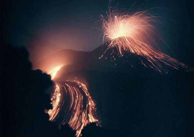 Vulcão russo Klyuchevskaya Sopka
