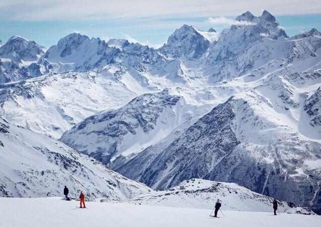 Vulcão e monte Elbrus