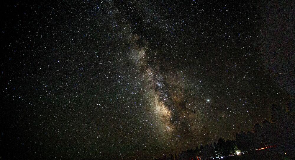 Céu noturno da Via Láctea visto do Parque Nacional Bryce Canyon, nos Estados Unidos