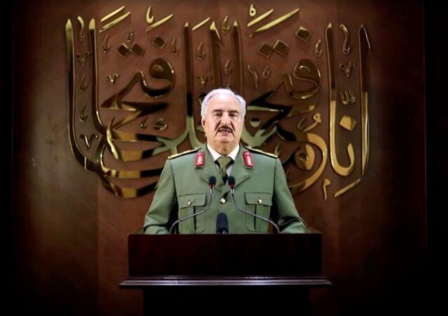 Khalifa Haftar, líder militar do Exército Nacional Líbio (LNA) sediado no leste da Líbia, 27 de abril de 2020