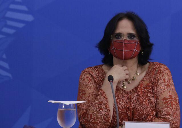 Ministra dos Direitos Humanos, Damares Alves, durante coletiva sobre a COVID-19
