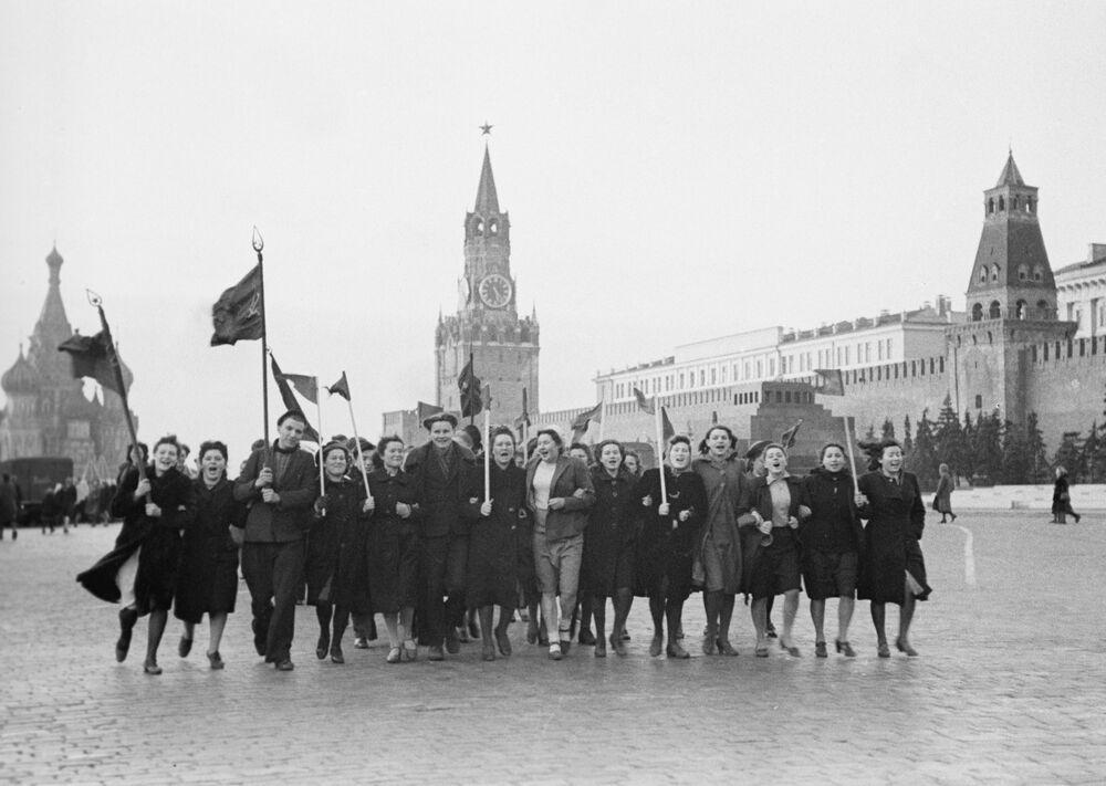 Manhã de 9 de maio de 1945, dia em que foi decretado o fim da Grande Guerra pela Pátria