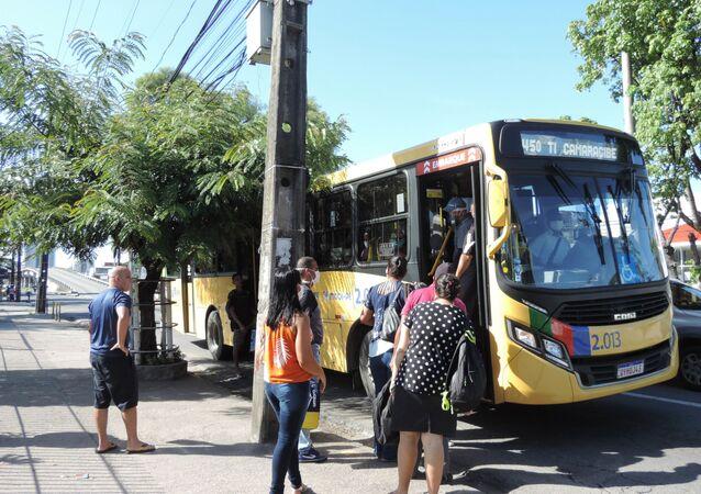 Movimentação de usuários de ônibus em Recife durante epidemia do coronavírus