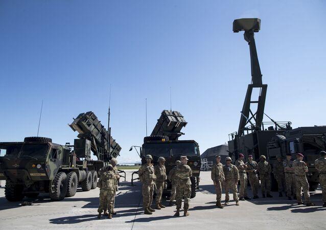 Radar britânico Giraffe AMB e mísseis Patriot dos EUA são demonstrados em manobra militar na Lituânia