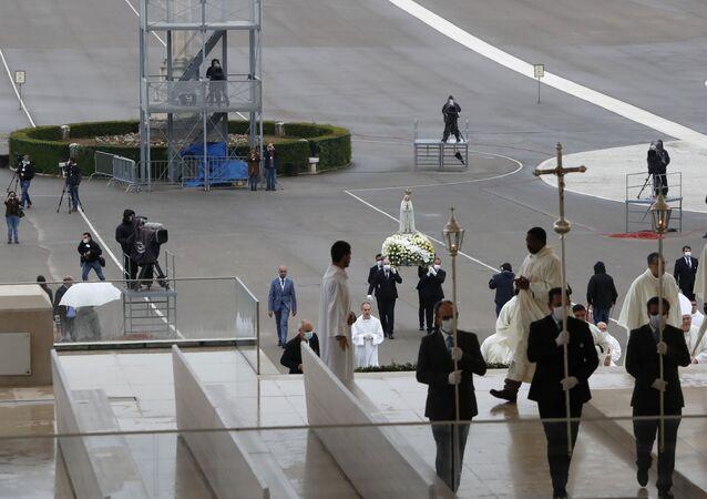 Celebrações do 13 de maio em Fátima são realizadas sem a presença de peregrinos, por causa da pandemia, pela primeira vez na história