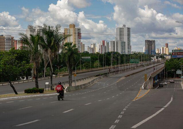 Ponte Juscelino Kubitschek, no centro da cidade de Teresina (Piauí), com pouca movimentação