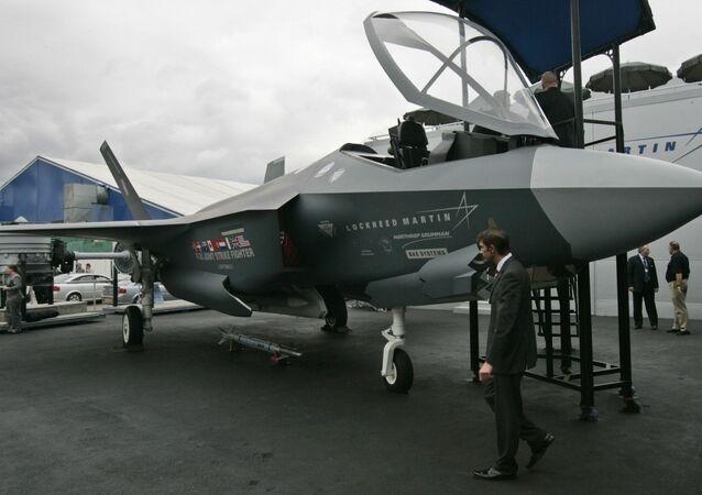 Caça F-35 em apresentação no Reino Unido