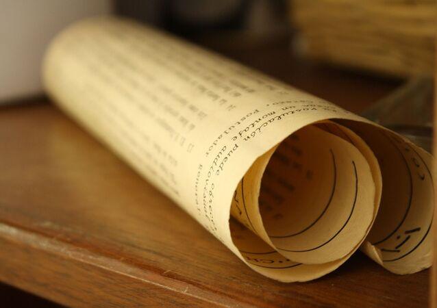 Rolo de pergaminho (imagem referencial)