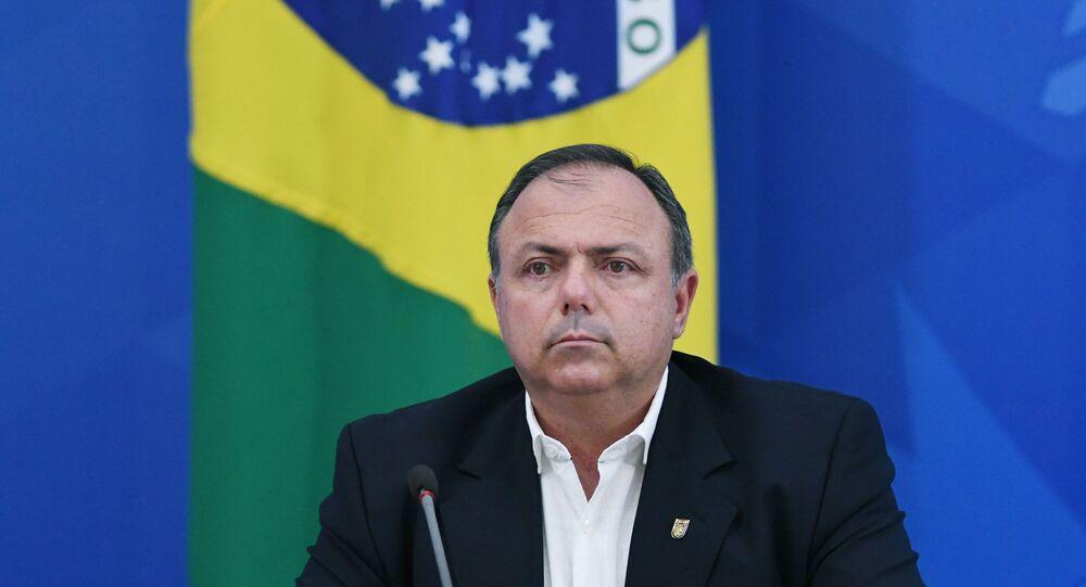 O então secretário-executivo da Saúde, Eduardo Pazuello, durante coletiva de imprensa sobre atualizações do boletim epidemiológico a respeito dos números da COVID-19 no Brasil, em Brasília, no dia 27 de abril de 2020.