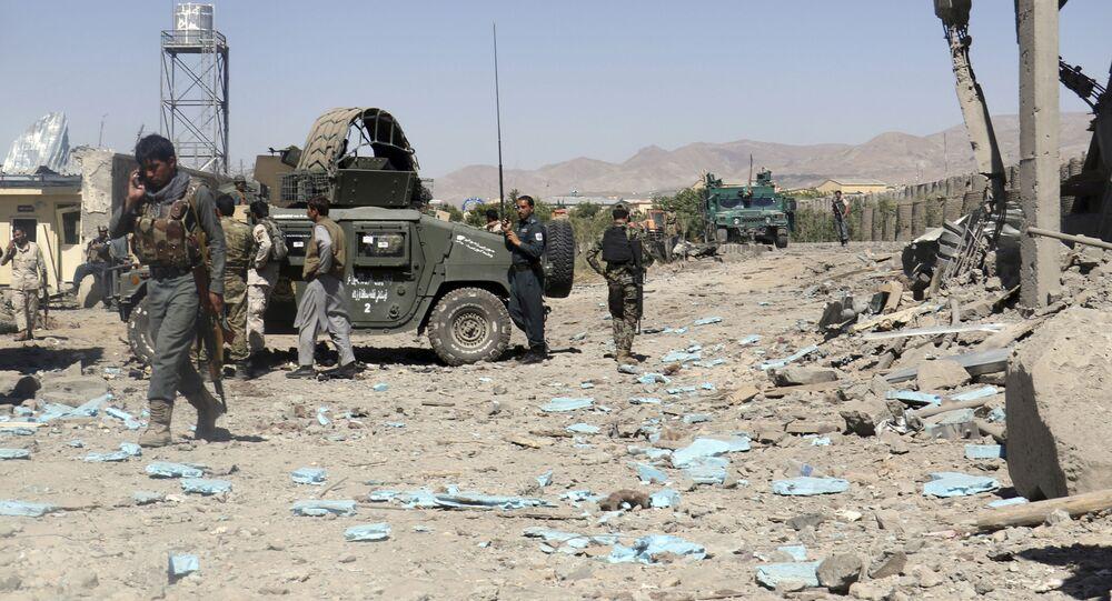Forças de segurança do Afeganistão em local de ataque suicida do Talibã (imagem referencial)
