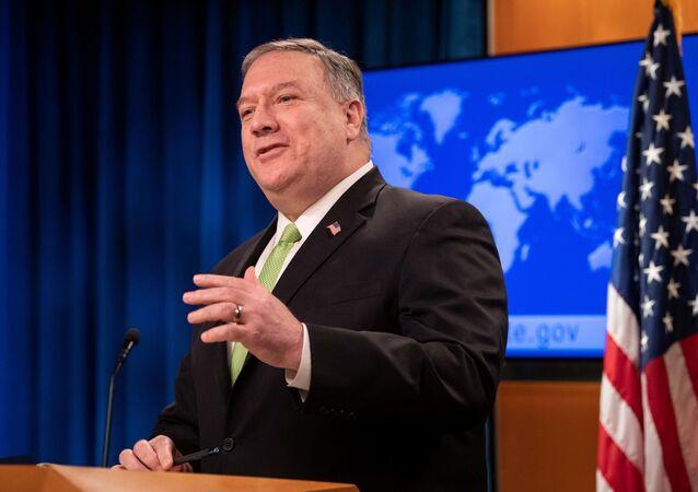Secretário de Estado dos EUA, Mike Pompeo, durante conferência de imprensa, no Departamento de Estado em Washington, EUA, 20 de maio de 2020
