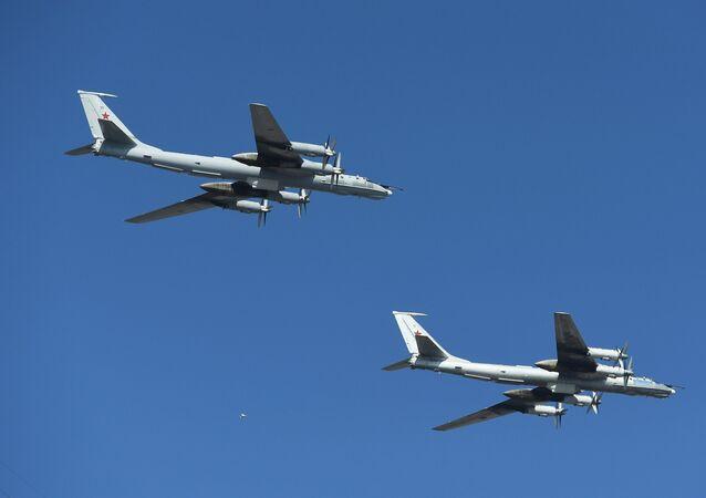 Dois aviões russos Tu-142 (arquivo)