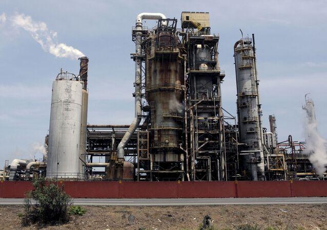 A refinaria El Palito, que pertence à PDVSA, é vista em Puerto Cabello, no estado de Carabobo, Venezuela, dia 2 de março de 2016