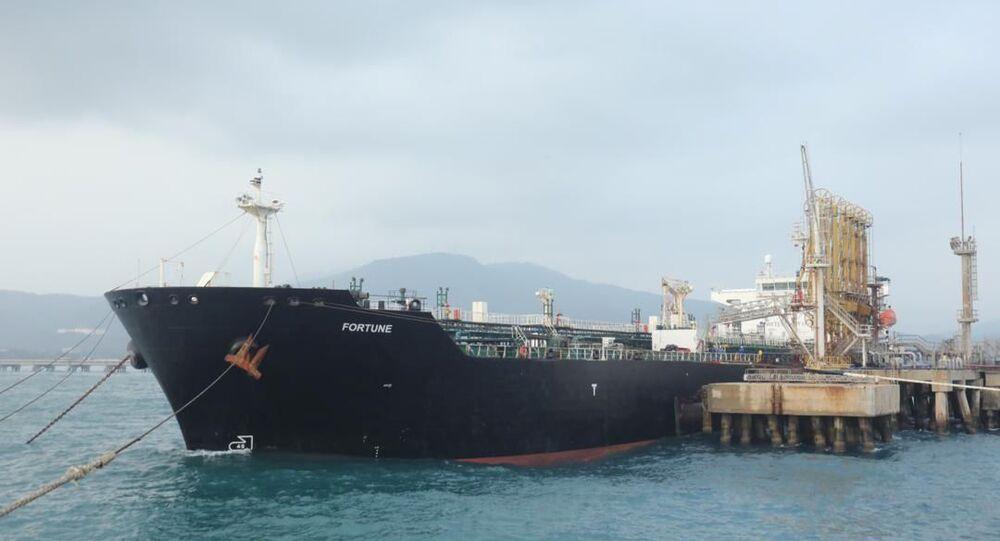 O navio-tanque iraniano Fortune atracado no cais da refinaria El Palito, em Puerto Cabello, Venezuela, 25 de maio de 2020