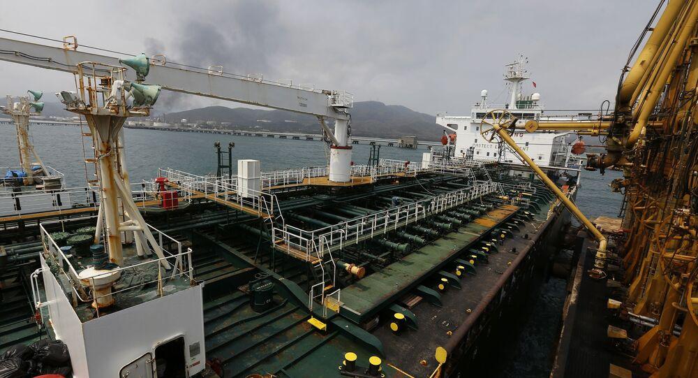 Convés do navio iraniano Fortune na chegada à costa da Venezuela