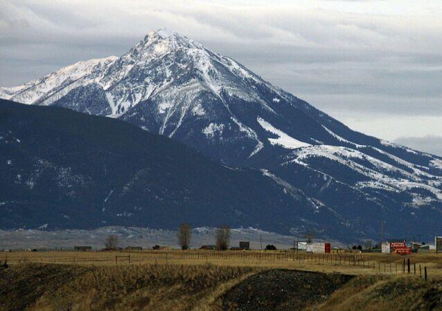 Pico do Emigrante sobre o Vale do Paraíso no estado de Montana, EUA, ao norte do Parque Nacional de Yellowstone, 21 de novembro de 2016
