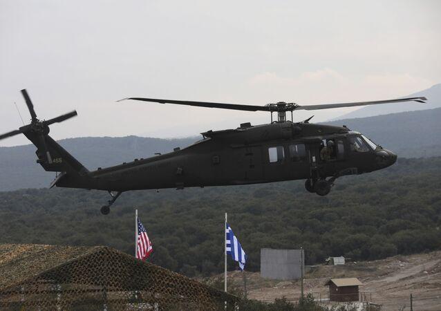 Helicóptero participando de exercício militar no norte da Grécia, 19 de fevereiro de 2020. Forças Aéreas da Grécia e dos EUA participaram de um exercício de fogo real, marcando o aprofundamento dos laços de defesa entre os dois países