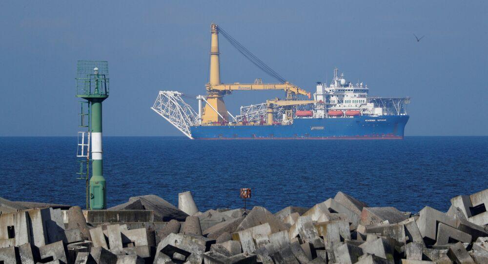 Navio de lançamento de dutos Akademik Chersky no mar Báltico