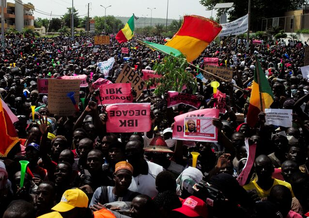 Protesto em Bamaco, no Mali, contra o presidente Ibrahim Boubacar Keita, 19 de junho de 2020