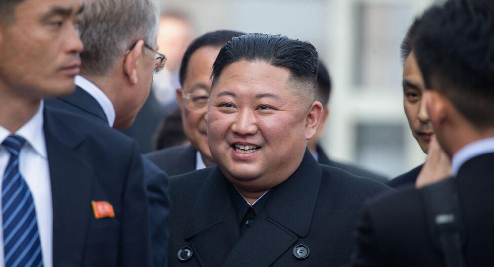 Kim Jong-Un, líder da Coreia do Norte, aguarda partida na estação de trem Vladivostok, Rússia