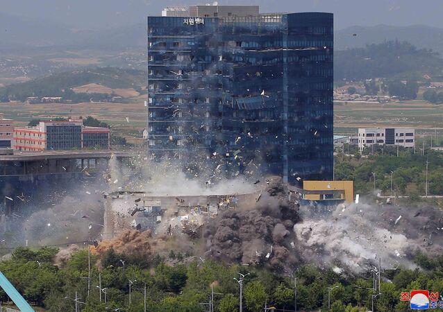 Vista da explosão do escritório de relações com a Coreia do Sul na cidade fronteiriça de Kaesong, Coreia do Norte, 16 de junho de 2020