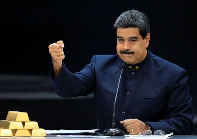 Presidente venezuelano, Nicolás Maduro, com barras de ouro