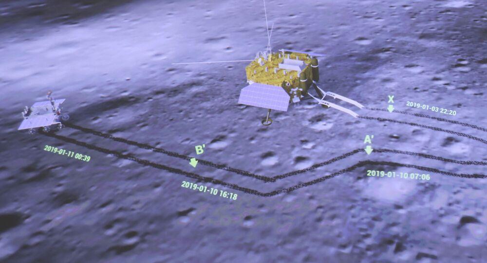 A tela do Centro de Controle Aeroespacial de Pequim mostra o módulo de pouso da sonda Chang'e-4, à direita, e o rover Yutu-2 (Jade Rabbit-2) tirando fotos um do outro, 11 de janeiro de 2019