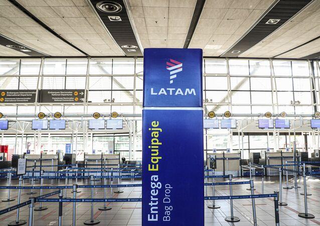 Área vazia de check-in dos aviões da LATAM no aeroporto Arturo Merino Benítez em Santiago, Chile, 26 de maio de 2020