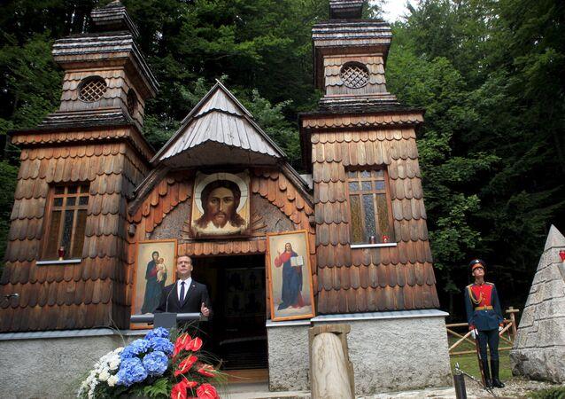 Primeiro-ministro da Rússia Dimitri Medvédev na Capela russa em Vršič, na Eslovênia