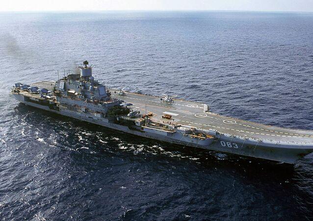 Porta-aviões da Marinha da Rússia, Almirante Kuznetsov, no Mar de Barents