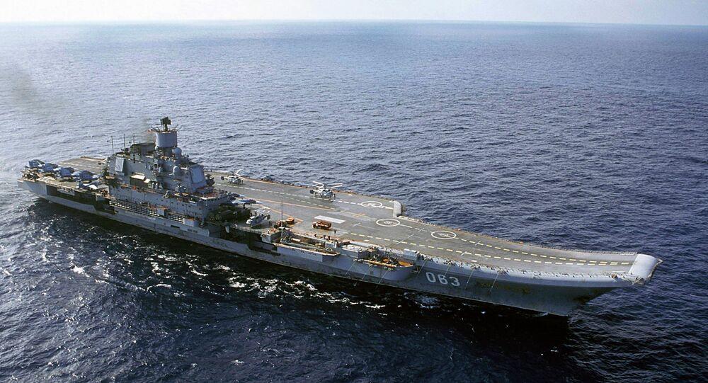 Porta-aviões da Marinha da Rússia, cruzador de mísseis pesado, Almirante da Frota da União Soviética Kuznetsov, no Mar de Barents, na Rússia.