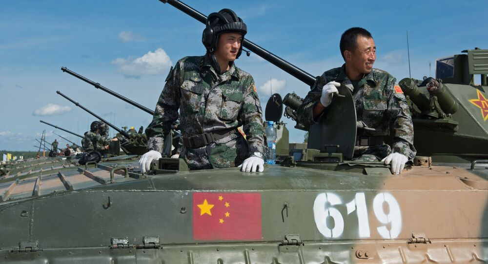Militares das Forças Armadas da China no polígono de Alabino na região de Moscou, preparando-se para os Jogos Internacionais de Exército 2015.